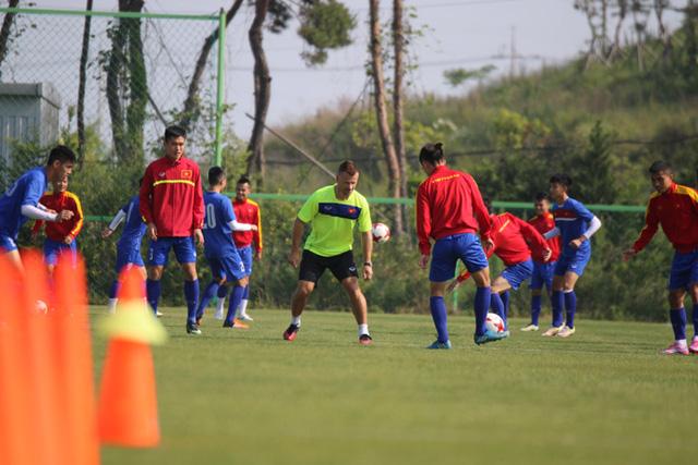 U20-viet-nam-chuan-bi-cho-tran-dau-ra-quan-gap-U20-New-Zealand