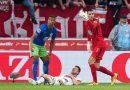 Nóng: Sao Bundesliga suýt chết ngay trên sân bóng
