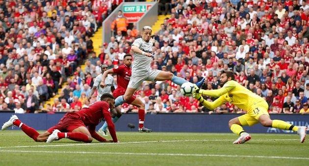 Đúng như kì vọng của NHM, Alisson đã giữ sạch lưới trong trận ra mắt ở Premier League