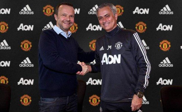 Woodward là người ký hợp đồng với người đặc biệt cách đây 2 năm