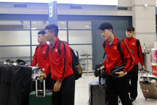 TIN BÓNG ĐÁ VIỆT NAM 31/10: ĐT Việt Nam gặp sự cố ở sân bay