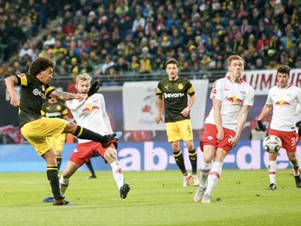 Tái lập khoảng cách 6 điểm với Bayern