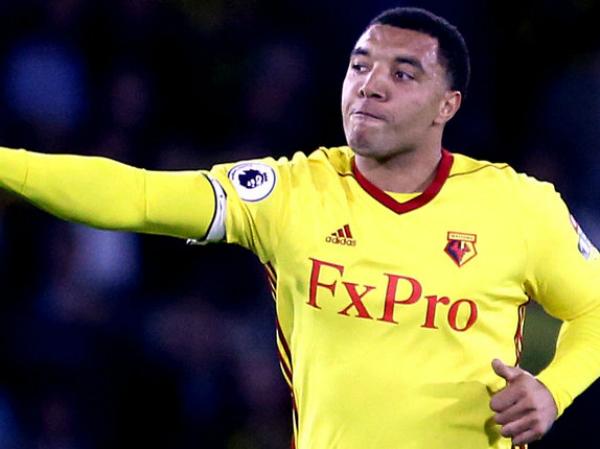 Tiền đạo của Watford bị đuổi ra khỏi sân vì đánh nguội, văng tục