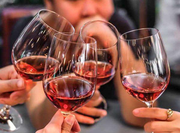 Mơ thấy uống rượu điềm hung hay cát, nên đánh con số nào?