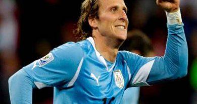 Tin bóng đá ngày 7/8: Tiền đạo Forlan chính thức giải nghệ
