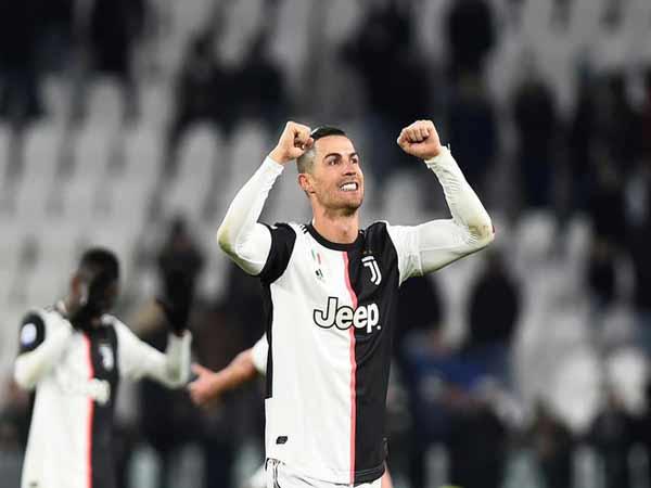 Tiền đạo cắm hay nhất thế giới Cristiano Ronaldo