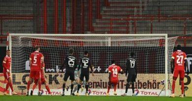 Bóng đá Đức 15/12: Bayern may mắn thoát thua trên sân khách