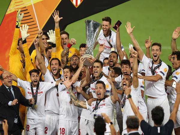 cup-c2-la-gi-lich-su-ra-doi-cua-giai-dau-europa-league-ra-sao