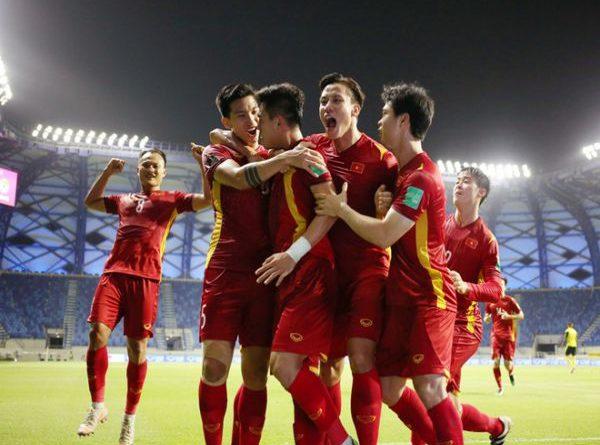 Bóng đá VN 16/6: Giành vé lịch sử, đội tuyển Việt Nam nhận thưởng nóng